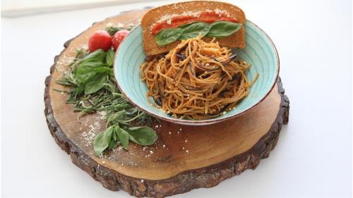 Patlıcanlı Domates Soslu Spagetti